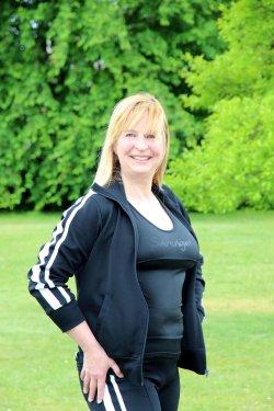 Sarengue® ist ein Bewegungsprogramm mit Musik und ist nicht mit Zumba oder Aerobic vergleichbar. Entwickelt hat es vor rund 12 Jahre die Zirndorfer Tanzschulinhaberin Alexandra Bernhardt.