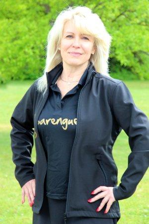 """Die Trainerausbildung sei für Larissa Hopferwieser sehr anspruchsvoll gewesen, räumt diese ein. Doch aus ihrer Sicht sei das Programm von den Teilnehmern mit Handicap """"sehr gut machbar"""". Auch sie hat die acht Grundschritte – das A und O von Sarengue® – la"""