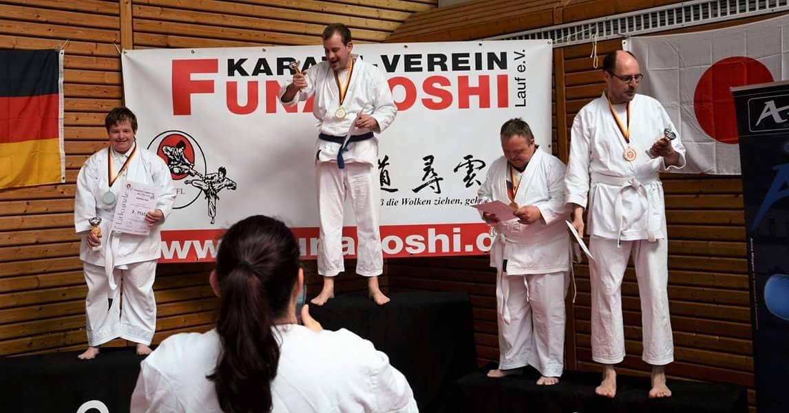 """Das Team Lebenshilfe trat beim Funakoshi-Cup in der Disziplin """"'Kata' für Menschen mit Behinderung"""" an."""