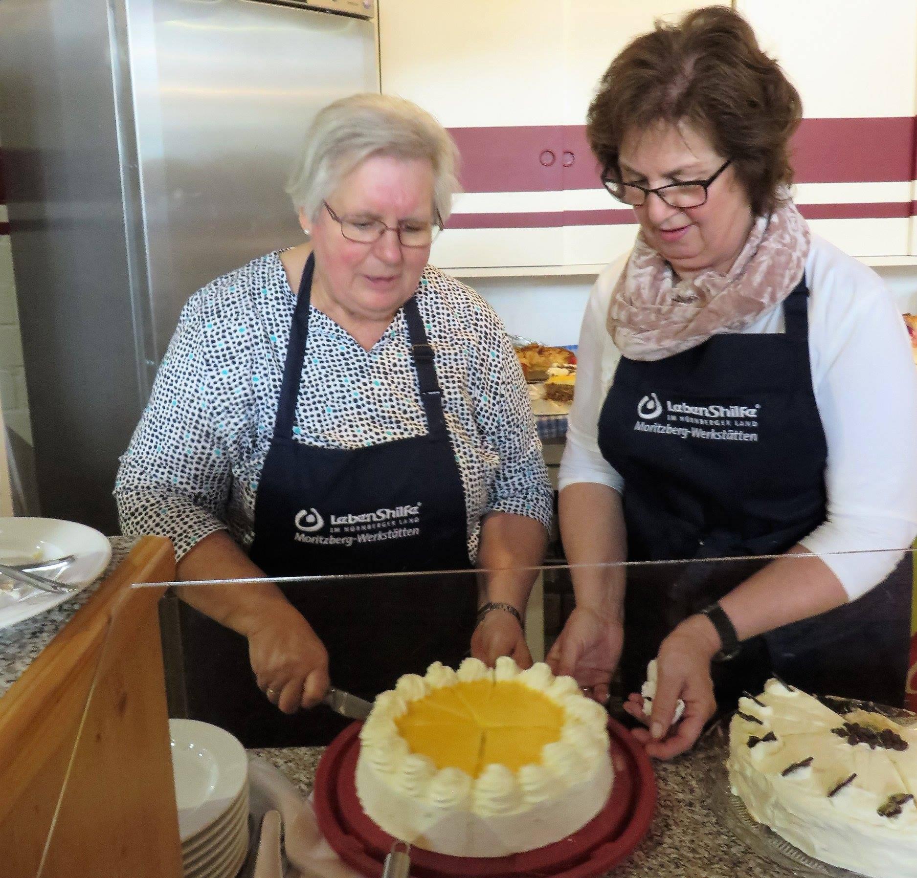 Die Erlöse aus dem Kuchenverkauf kommen Projekten der Moritzberg-Werkstätten zugute.