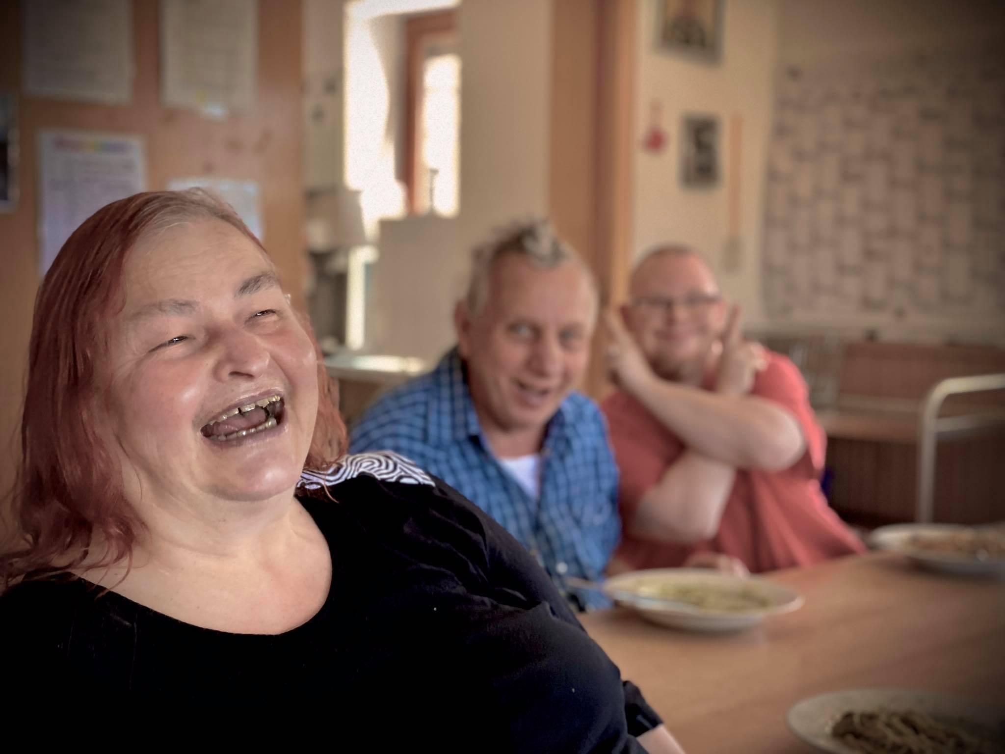 Gut versorgt und glücklicherweise auch gesund: Die Seniorinnen und Senioren der Lebenshilfe, die in der Wohnstätte am Bitterbach leben.