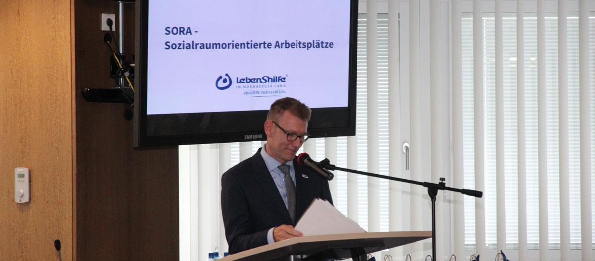 Oliver Baumbach, stellvertretender IHK-Geschäftsführer, machte in seiner Laudatio zur Urkundenverleihung deutlich, dass man die Bestrebungen der Lebenshilfe Nürnberger Land von Anfang an nachhaltig und intensiv begleitet habe.