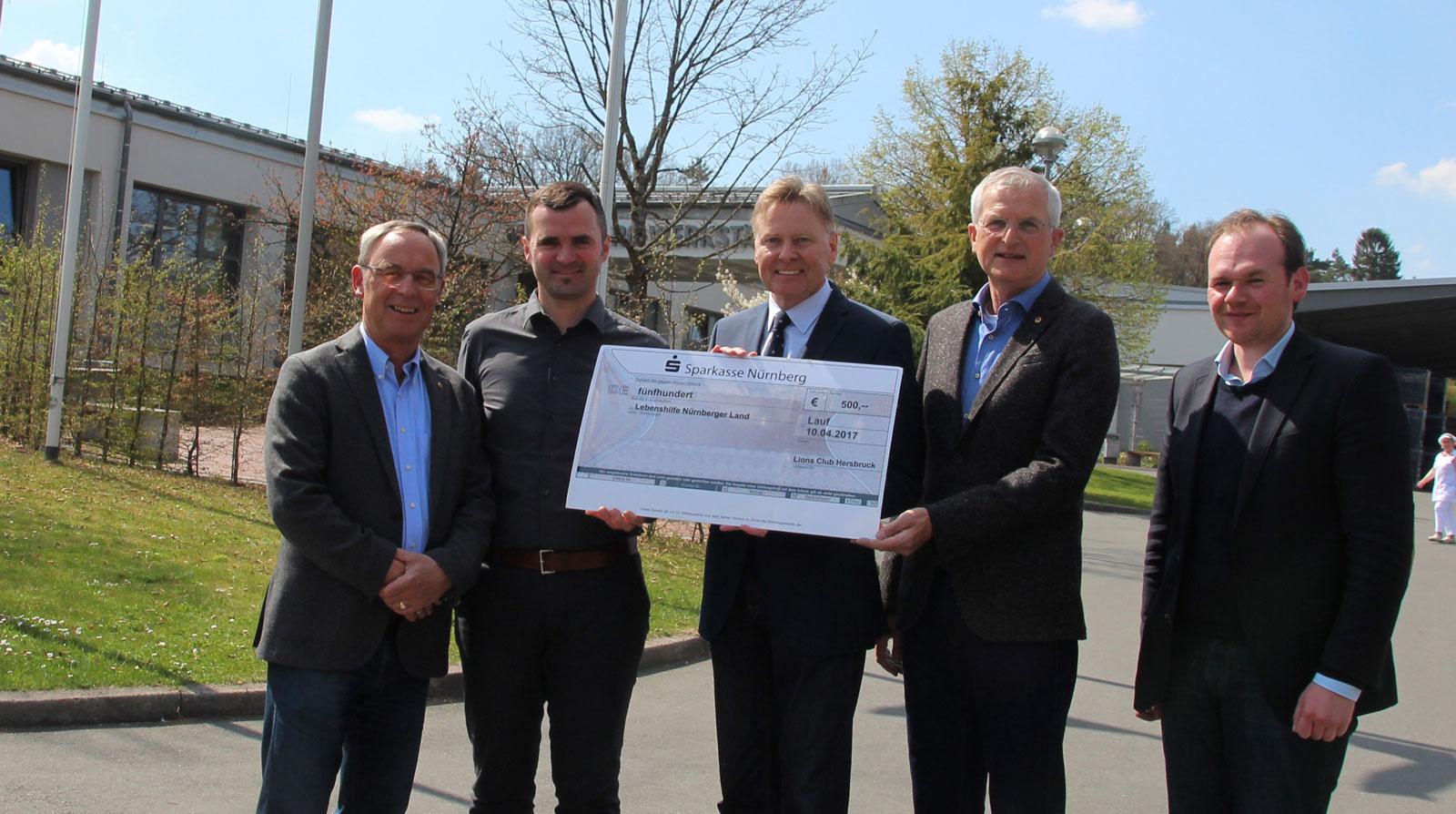 Löwenstarke Geste für Kinder: Lions Hersbruck fördern mit 500 Euro Reittherapie der Lebenshilfe Nürnberger Land.