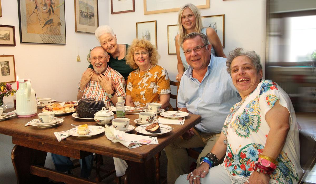 Lorenz Graf freute sich sichtlich über seine Gäste aus der Lebenshilfe. Auch wenn er künftig nicht mehr im Vorstand tätig ist, bleibt die Lebenshilfe für ihn und seine Familie ein wichtiger Anker und Lebensmittelpunkt.