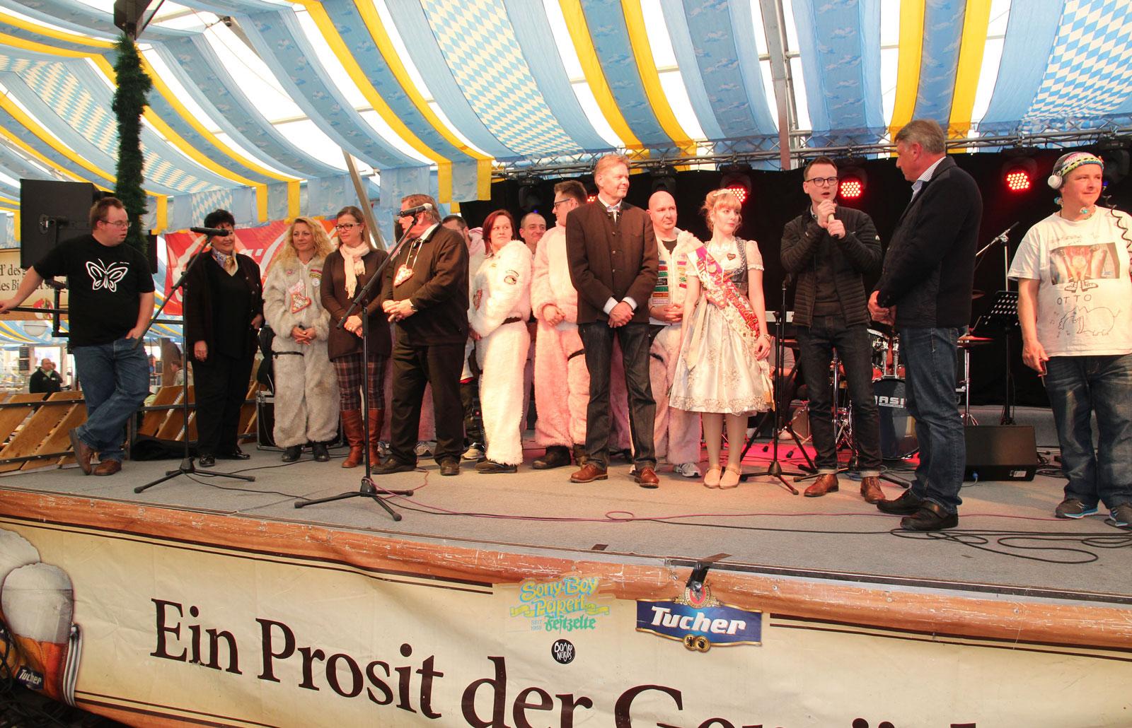 Bühne Papertzelt am Aktionstag für Menschen mit Handicap, Frühlingsfest Nürnberg 2017
