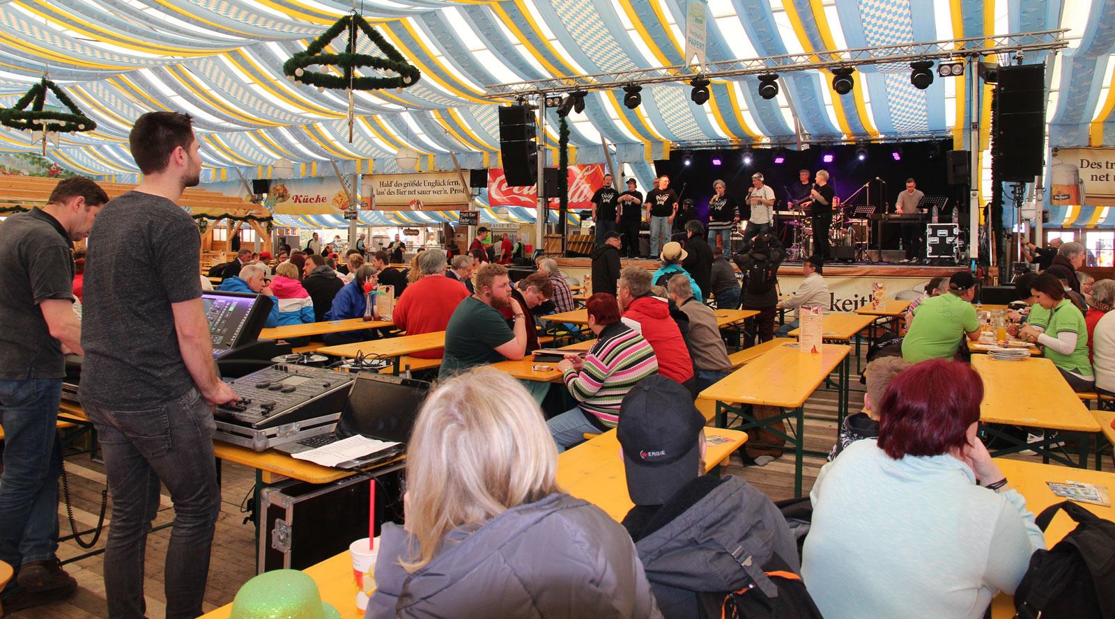 Große Bühne: Schmetterlinge rockten Papert-Zelt.