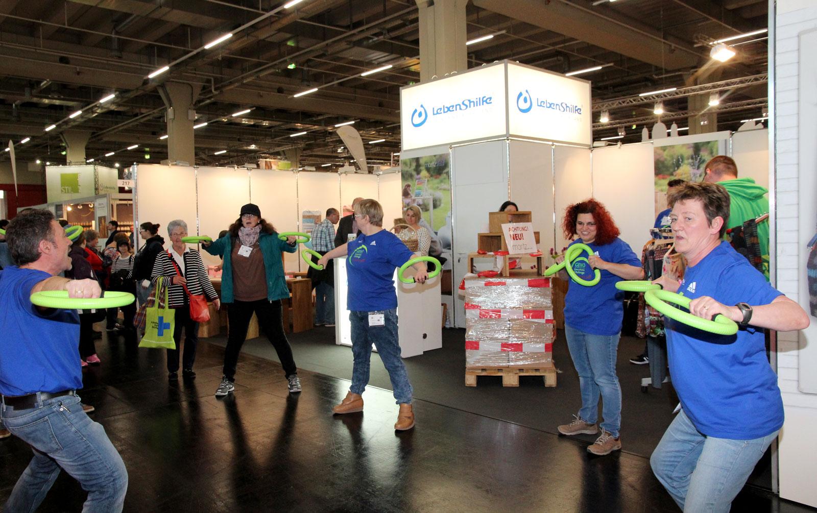 Warben für Gesundheits-Challengen der Lebenshilfe im Mai am Messestand:Bewohner der WG in Hersbruck.