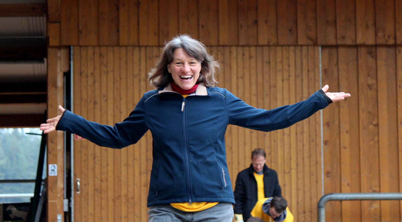 ... Dolbycares macht gute Laune: RTZ-Chefin Petra Hoffmann freut sich über die tolle Hilfsaktion.