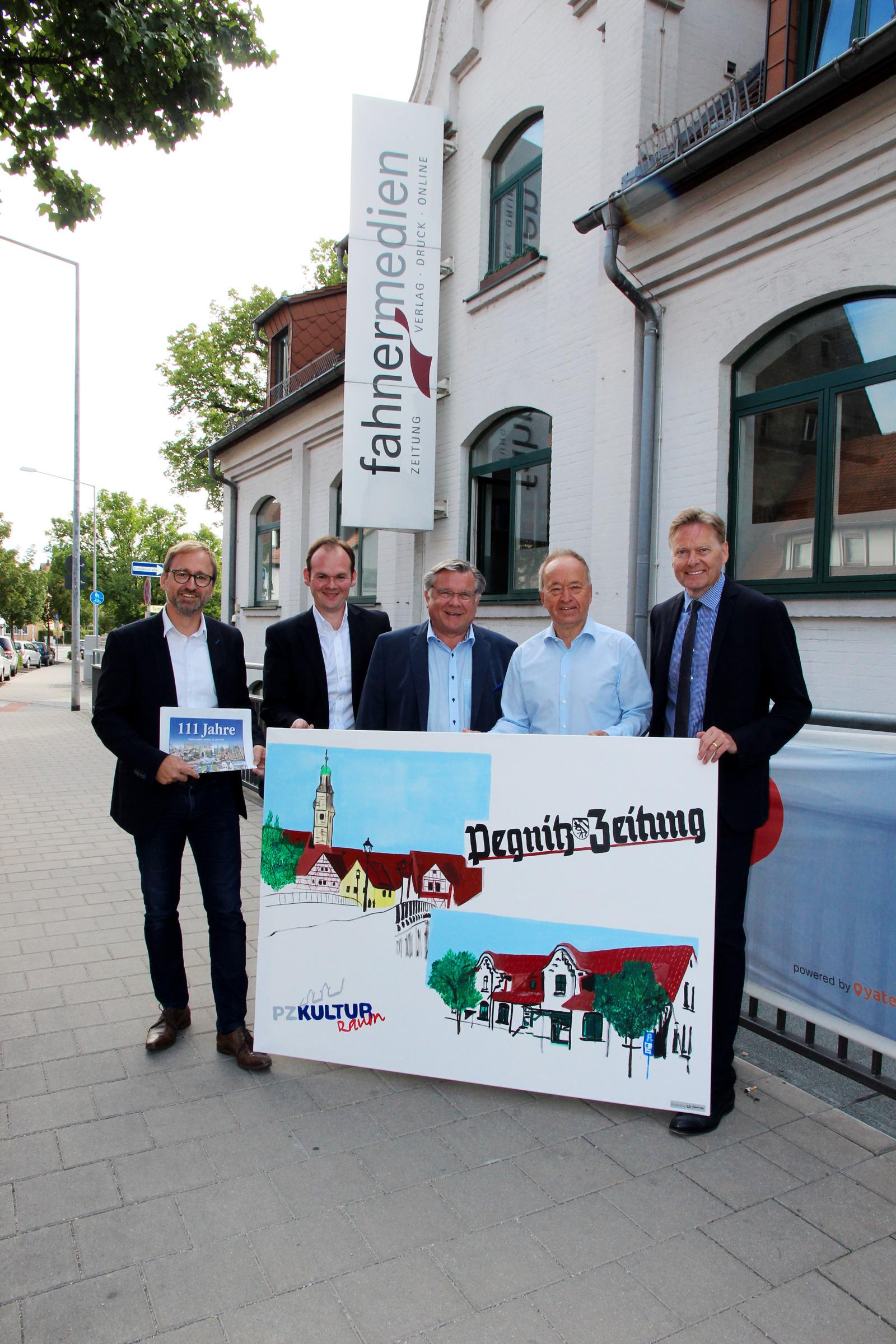 Die Pegnitz-Zeitung feiert heute 111. Geburtstag. Die Lebenshilfe Nürnberger Land gratulierte mit der Pegnitz-Zeitung auf Leinwand – ein Bild aus unserer Frühförderung.