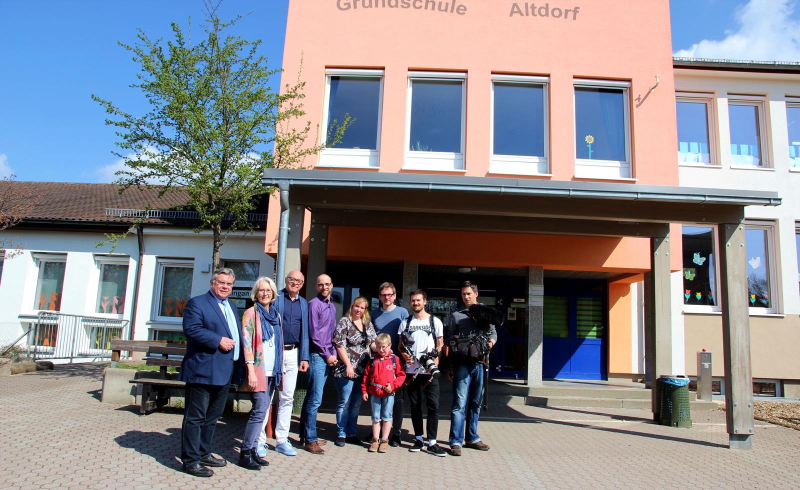 Kamerateam des ZDF drehte an der Grundschule Altdorf für einen Aktion Mensch-Beitrag im ZDF, die Max Auer seit vergangen Herbst besucht.