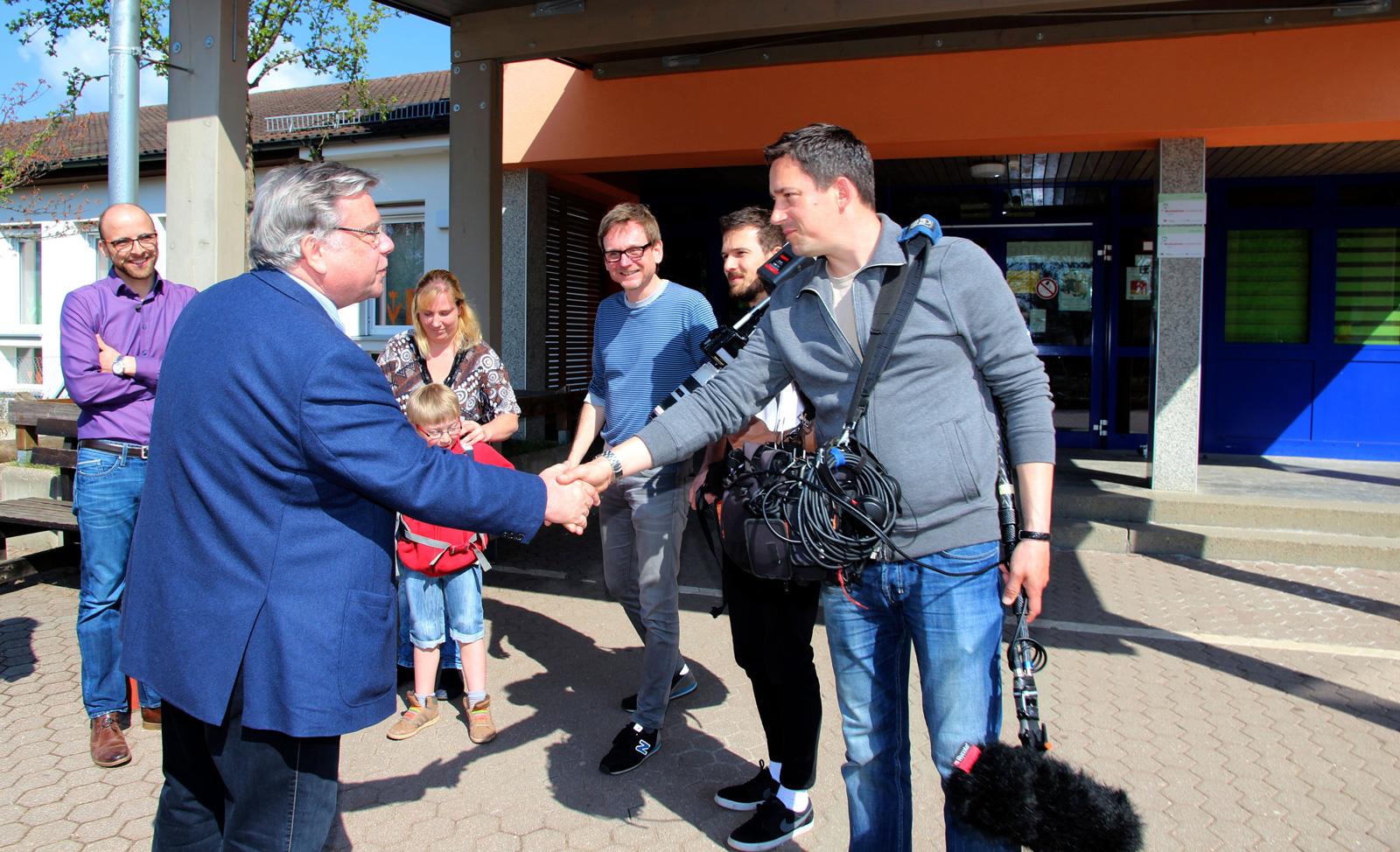 John begrüßte ZDF-Team herzlich und freut sich über den Beitrag der Aktion Mensch. Er hofft, dass das Inklusionsangebot bayernweit Schule macht.