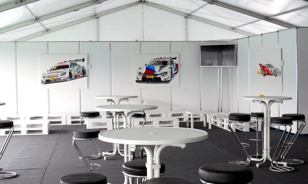 Ausstellung im NORIS-Zelt mit Actionpaintins rund ums Thema Motorsport.