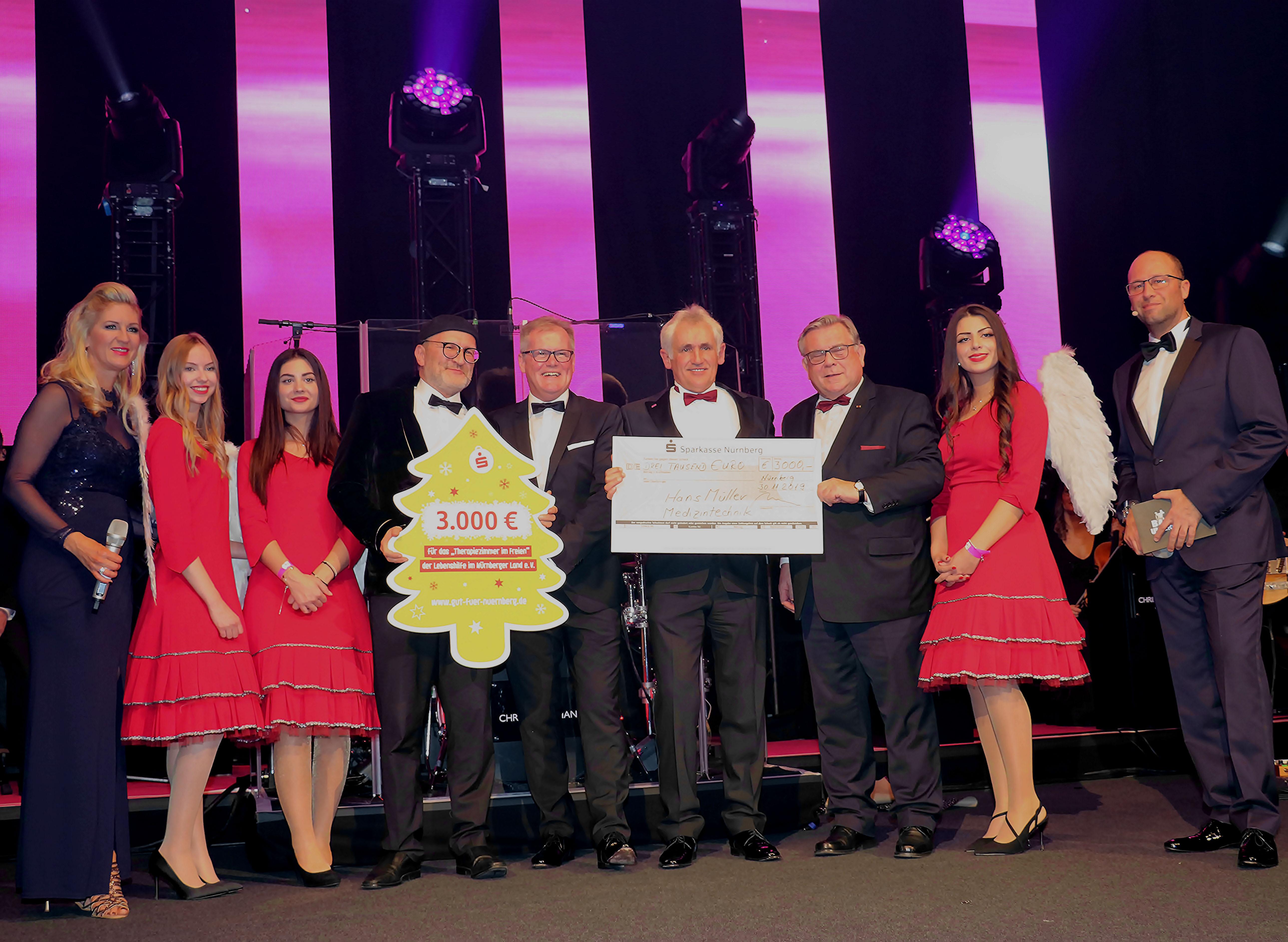 """Eine fünfstellige Summe kam bei der Charity-Tombola beim Ball der Unternehmer für das """"Therapiezimmer im Freien"""" zusammen."""