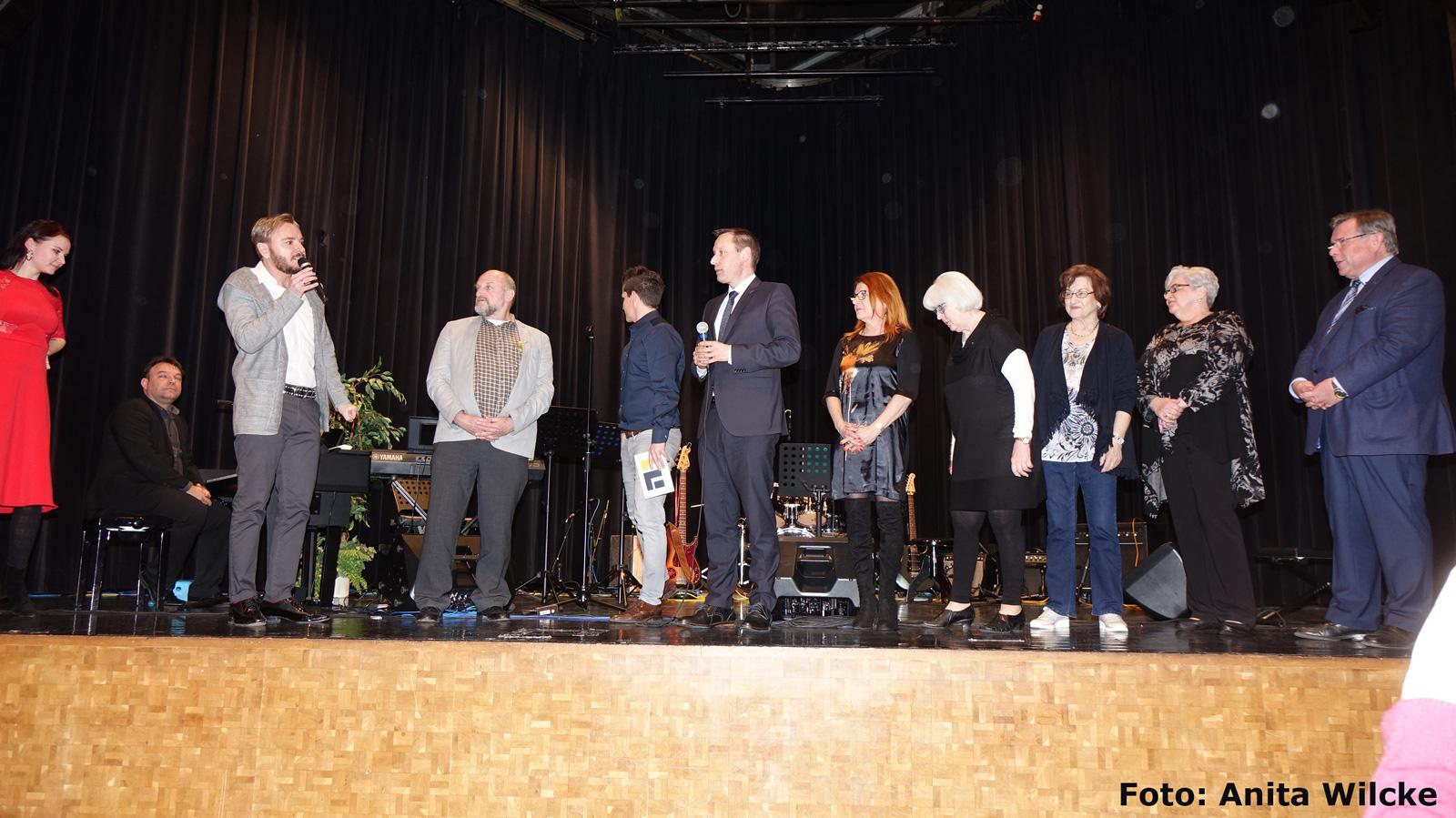 Eine Benefizveranstaltung, die ihresgleichen sucht: Gala von Marcel Schneider in Feucht mit Musikschulkindern war erneut ein fulminanter Erfolg: 3000 Euro kamen zusammen.