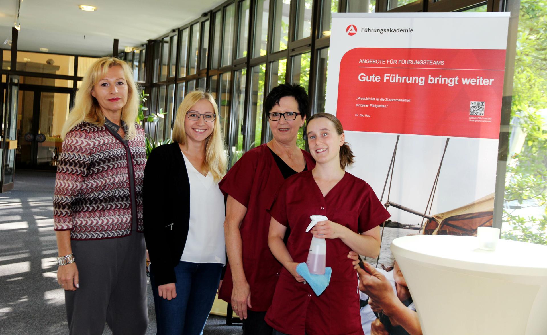 Gelungene berufliche Inklusion durch regelmäßige Begleitung: Integrationsbegleiterin Martina Wulkesch von der Lebenshilfe kommt einmal die Woche zum gemeinsamen Dialog in den Betrieb.