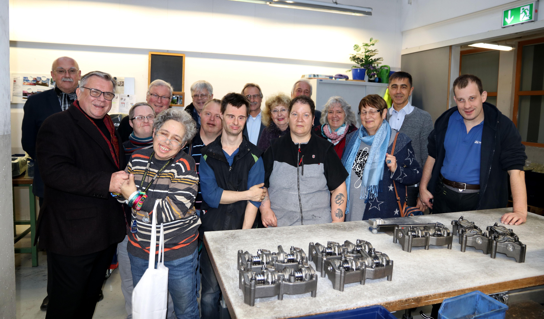 Das Mit- und Füreinander der Belegschaft der Moritzberg-Werkstätten beeindruckte die Besucher des Altdorfer Caritas-Krankenpflegevereins besonders. Hier: Produktionsbereich der Moritzberg-Werkstätten.