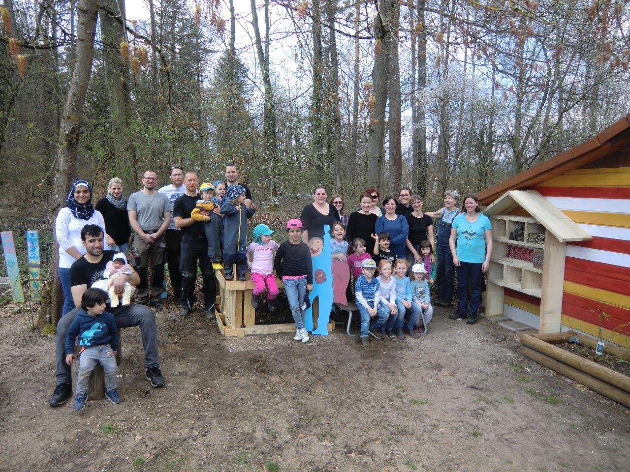 Vielfältige Gartenaktion in der Inklusiven KiTa Hersbruck – Eltern und Kinder hatten viel Spaß beim gemeinsamen Arbeiten