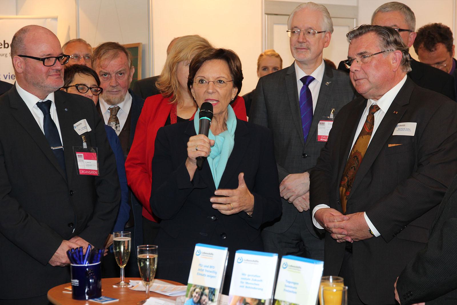 Dr. Jürgen Auer, Geschäftsführer Lebenshilfe Bayern (Sitz in Erlangen), Sozialministerin Emilia Müller, Klaus Meyer Vorstandsmitglied Lebenshilfe Landesverband sowie stellvertretender Landesvorsitzender John (vl.).