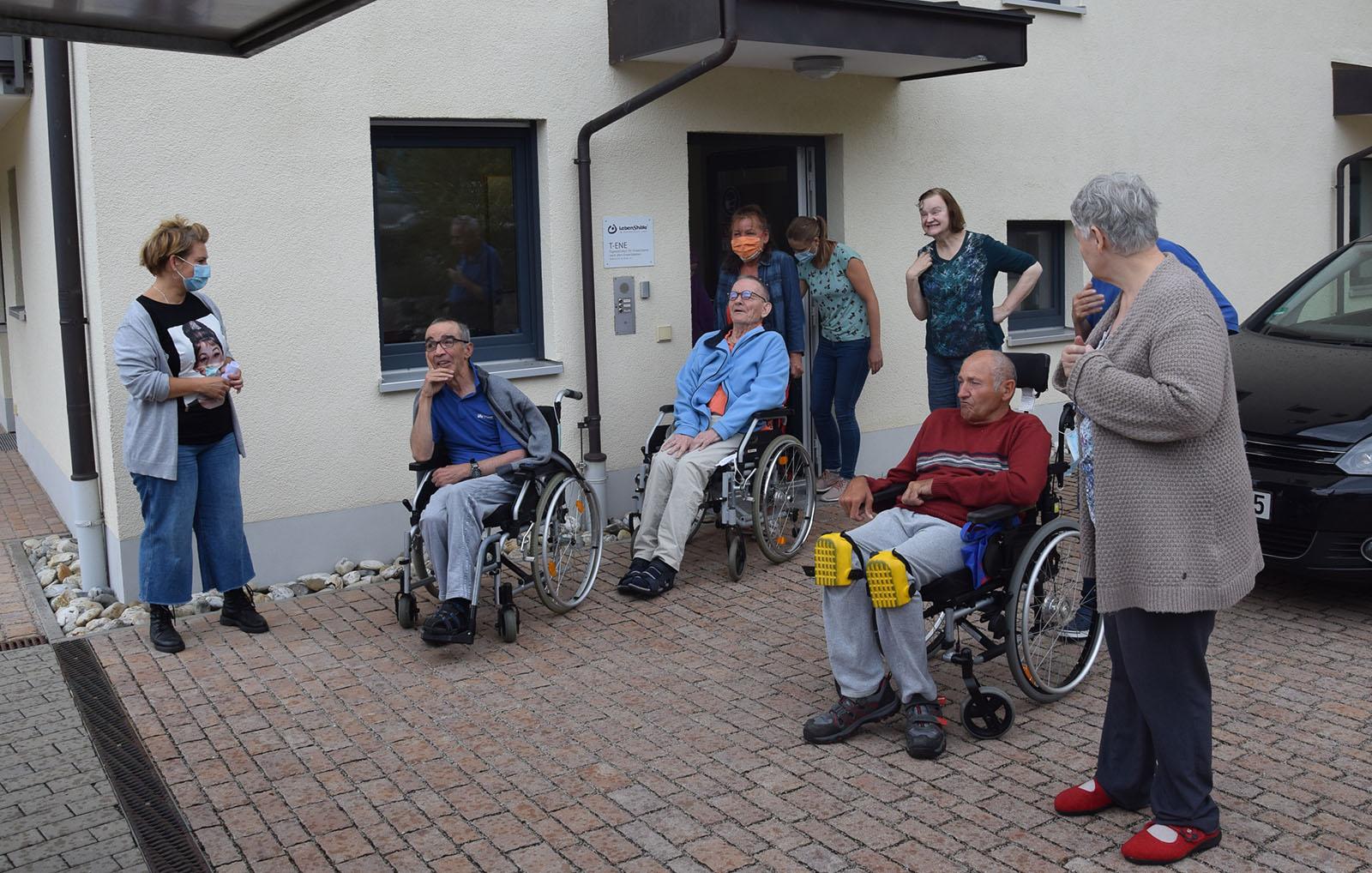 Senioren der TENE bekamen Besuch vom Eismobil der Eislounge