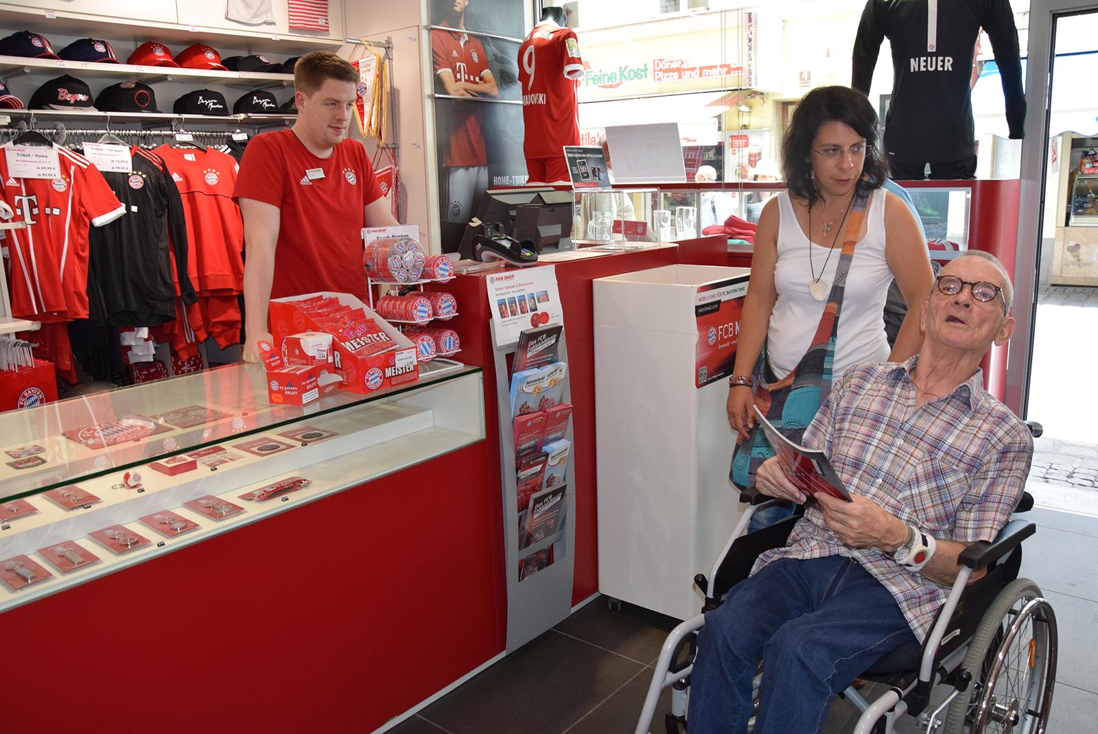 Im Bayern Fan-Shop
