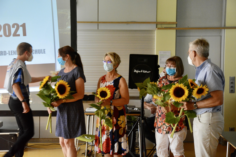 Stars, Sonnenblumen und Segen - eine gelungene Feier für die 12 Absolventen 2021.