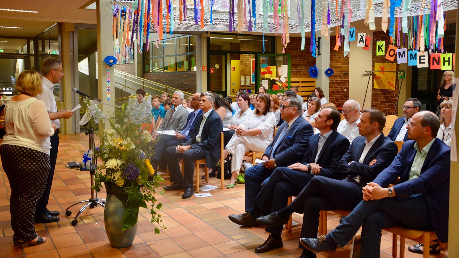 Stefan Pesth nun auch offiziell als neuer Leiter der Förderschule der Lebenshilfe in Schönberg eingeführt