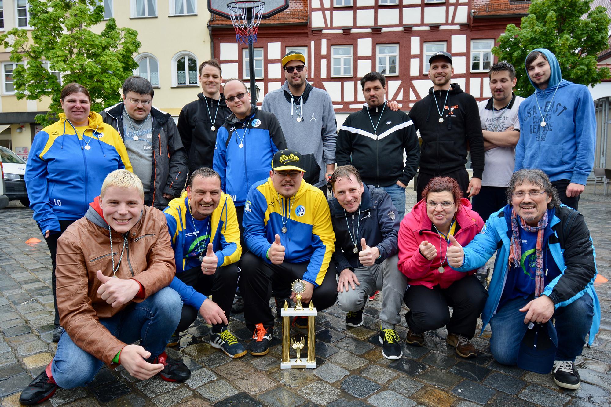 So sehen Sieger aus: die Teilenehmer am Street-Basketball-Turnier.
