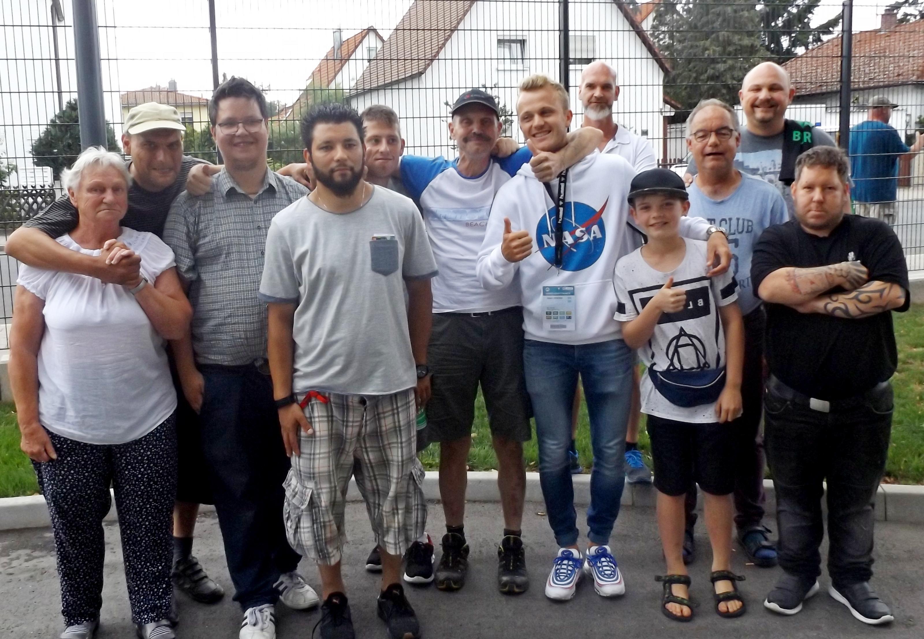 Zum Auftaktspiel der Greuther gabs Freikarten für die Lebenshilfe-Mannschaft vom Fanklub Kleeblatttreff unterm Moritzberg.