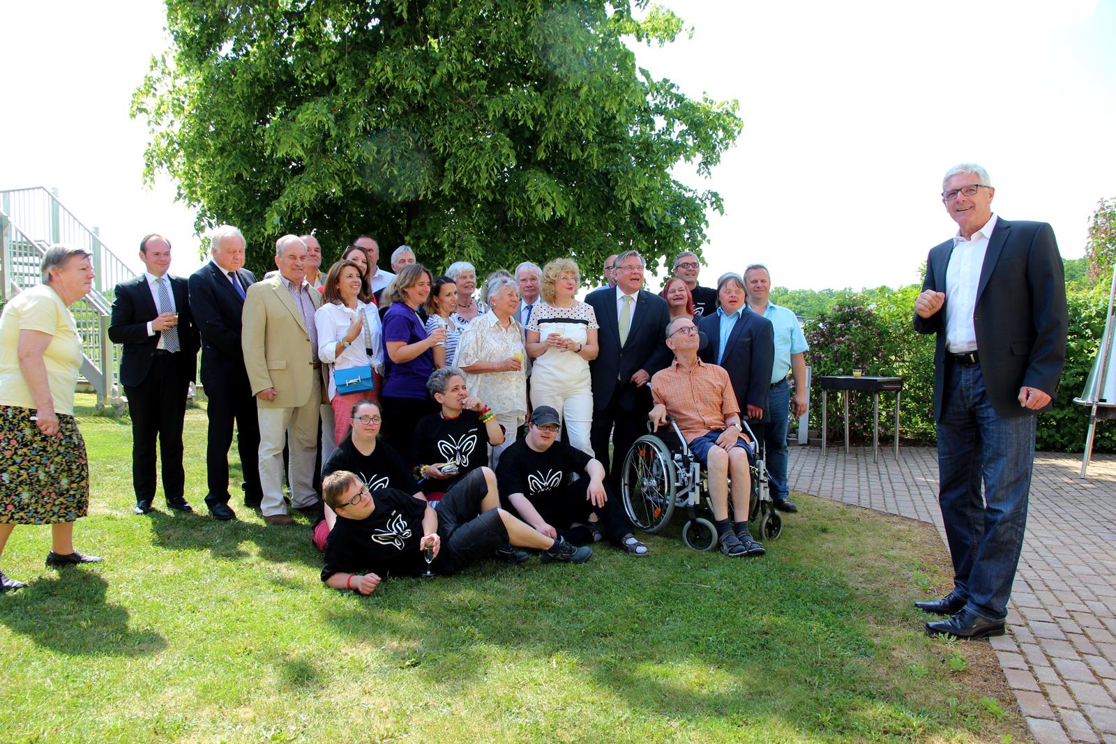 Inklusive Ü-Party für Gerhard John, Lebenshilfe-Chef seit 1996. der für sein ehrenamtliches Engagement in der Region mit der am 14. Mai 2018 Landkreismedaille gewürdigt wurde.