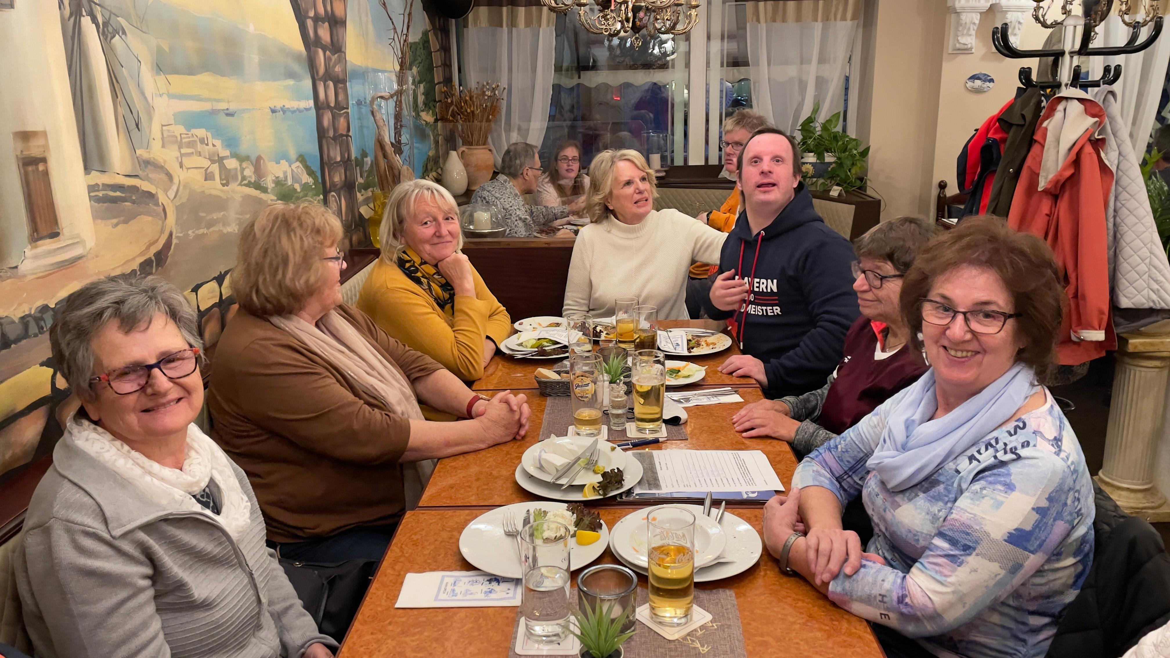 Austausch und geselliges Miteinander: Die Elternstammtische Altdorf (Fotoszene) und Lauf/Hersbruck finden nun wieder regelmäßig statt.