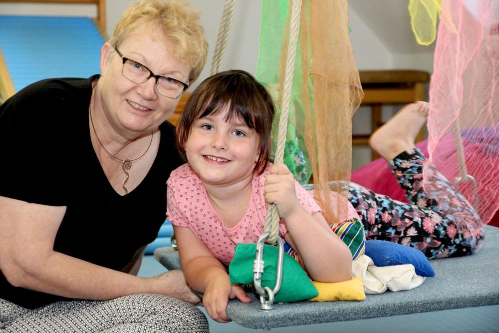 """""""Ergotherapie bei Frau Thoma macht Spaß und ist wie Spielen und Turnen"""", sagt Melissa."""