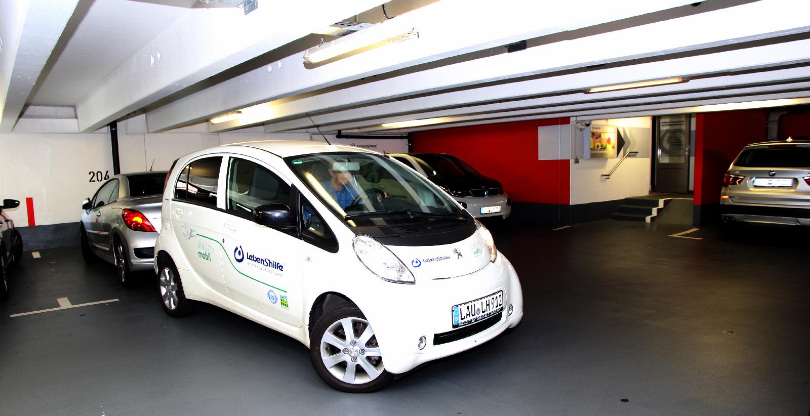 Mit zwei E-Mobilen und einem Erdgas-Hybrid-Fahrzeug umweltfreundlich unterwegs: Die mobilen Dienste der interdisziplinären Frühförderstelle.