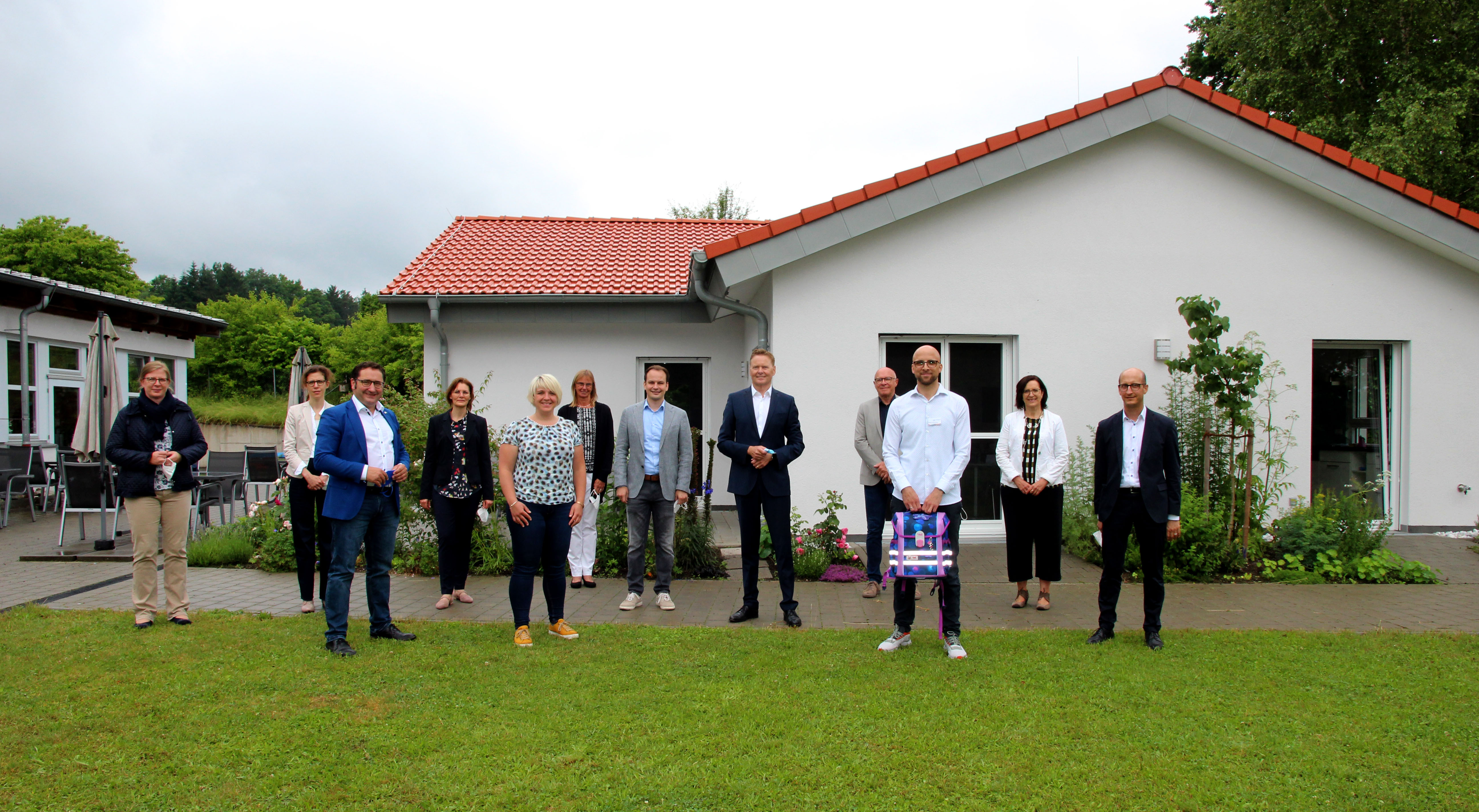 Die interfraktionelle Arbeitsgruppe Inklusion mit Vorsitzenden Norbert Dünkel (5. v. re.) kam zu einer Fachtagung mit lokalen Vertreterinnen und Vertretern aus dem Schulbereich und der Lebenshilfe in den Landkreis; hier bei der Lebenshilfe Nürnberger Land