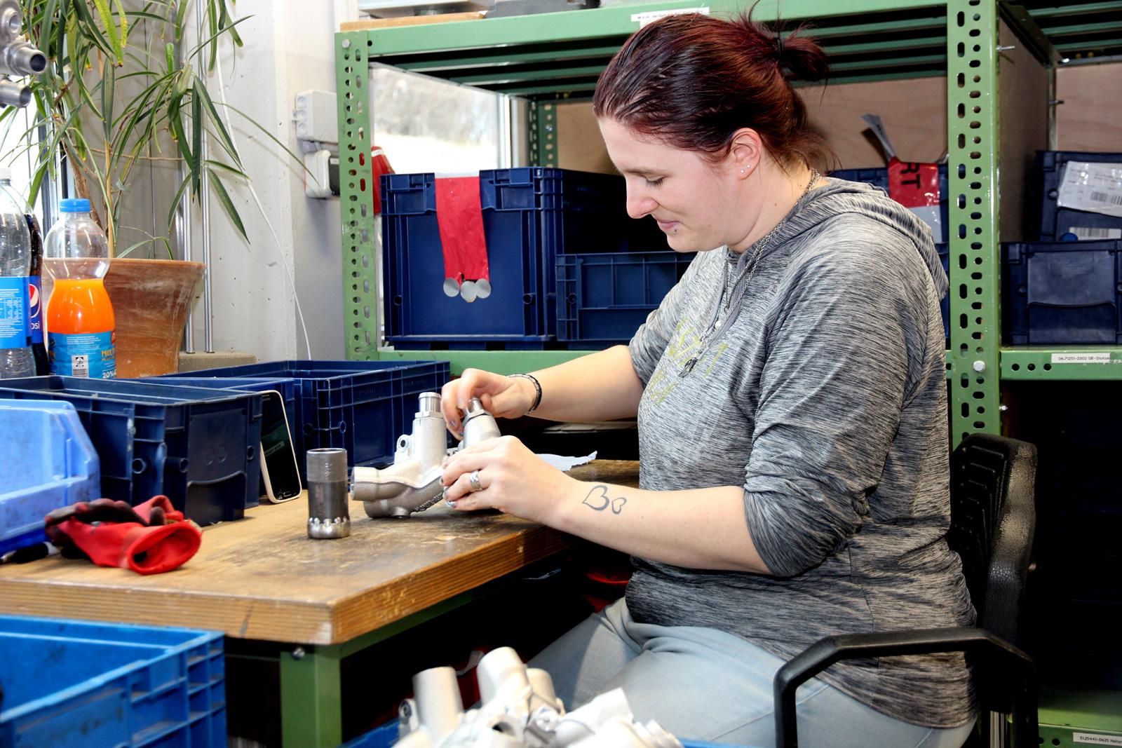 Die Arbeit im Montagebereich in der Fertigung 5 gefällt Lydia Stähle.