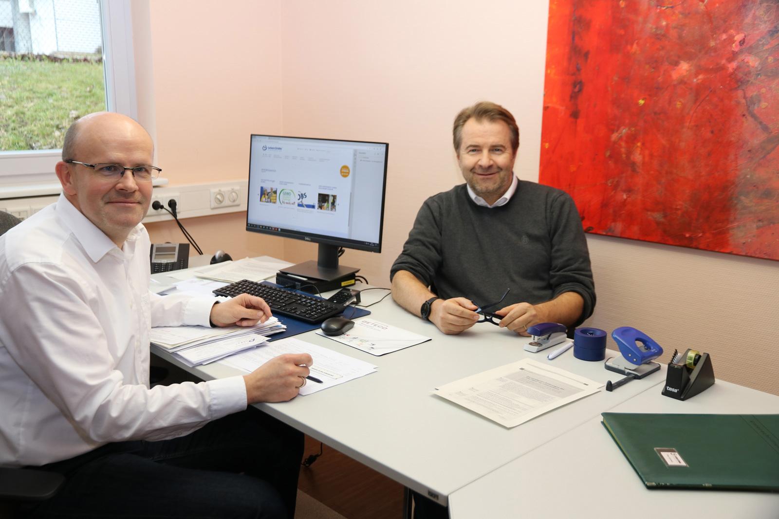 Rechnungswesen-Chef Jochen Potzel (rechts) begrüßte Willibald Galler im Team. Galler verstärkt die Finanzabteilung seit 1. Januar 2020 als stellv. Rechnungswesen-Leiter.