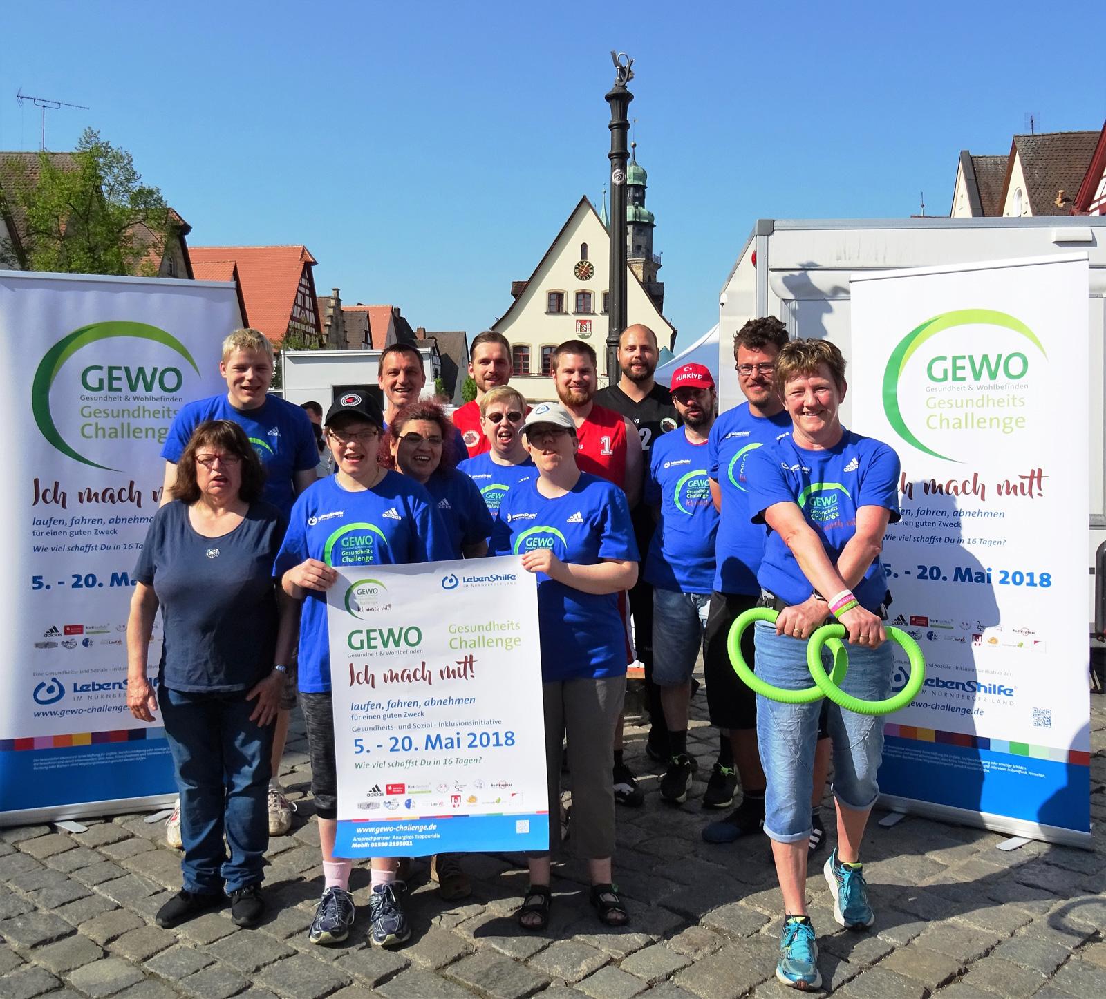 Die Bärenbrüder des SK Heuchling und Bewohner der Lebenshilfe rühren ab sofort kräftig die Werbetrommel für die zweite Gewo-Challenge der Lebenshilfe Nürnberger Land.