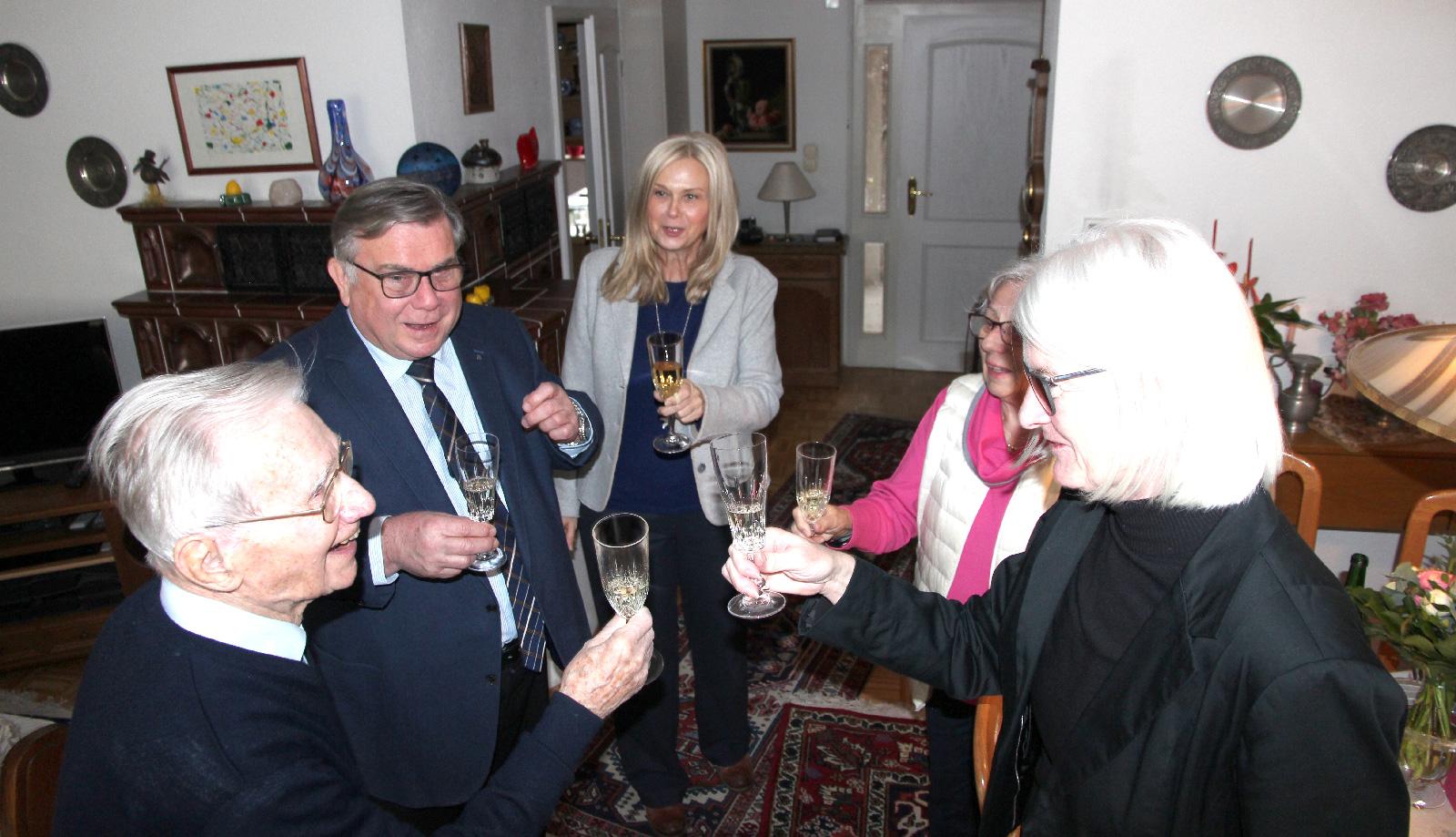 Glückwünsche für Lebenshilfe-Ehrenvorsitzenden Gerd Neumann zum 92. Geburtstag