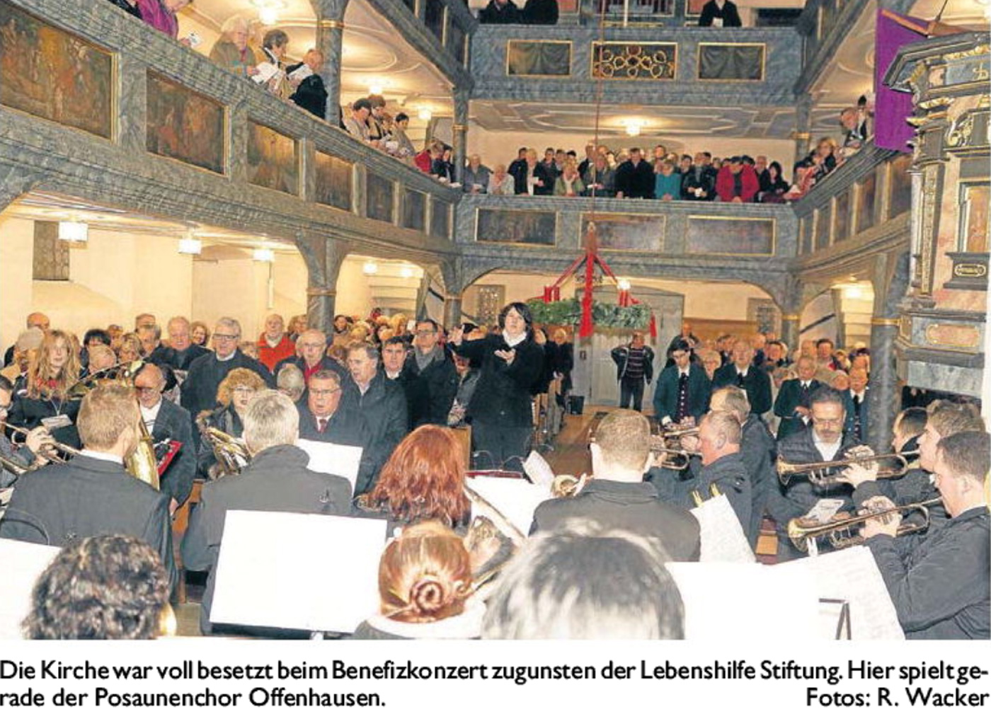 DieKirchewar voll besetzt beim Benefizkonzert zugunsten der LebenshilfeStiftung.Hier spielt gerade der Posaunenchor Offenhausen. Fotos: R. Wacker