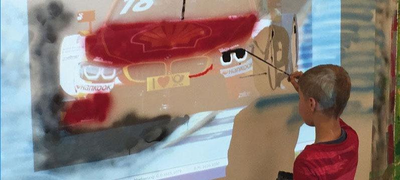 Action Painting, eine Therapie mit vielen Gestaltungsmöglichkeiten. Eine neue Aktionsmalerei entwickelte Hanke mit Beamer, Spraydosen und Co.