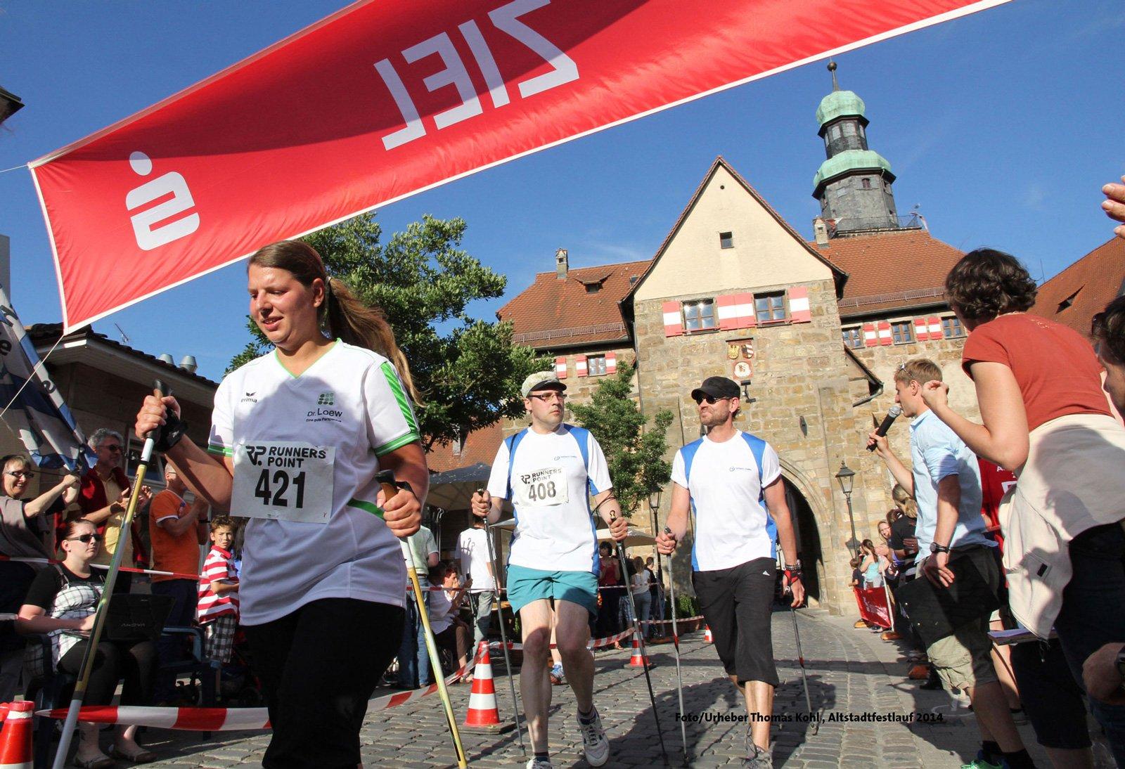 Laufen oder Walken. Läufer können beim Altstadtfestlauf wählen. Alle Infos und Teilnehmerbedingungen auf der Webpage https://www.lebenshilfe-nbg-land.de/altstadtfestlauf/streckenplan.html