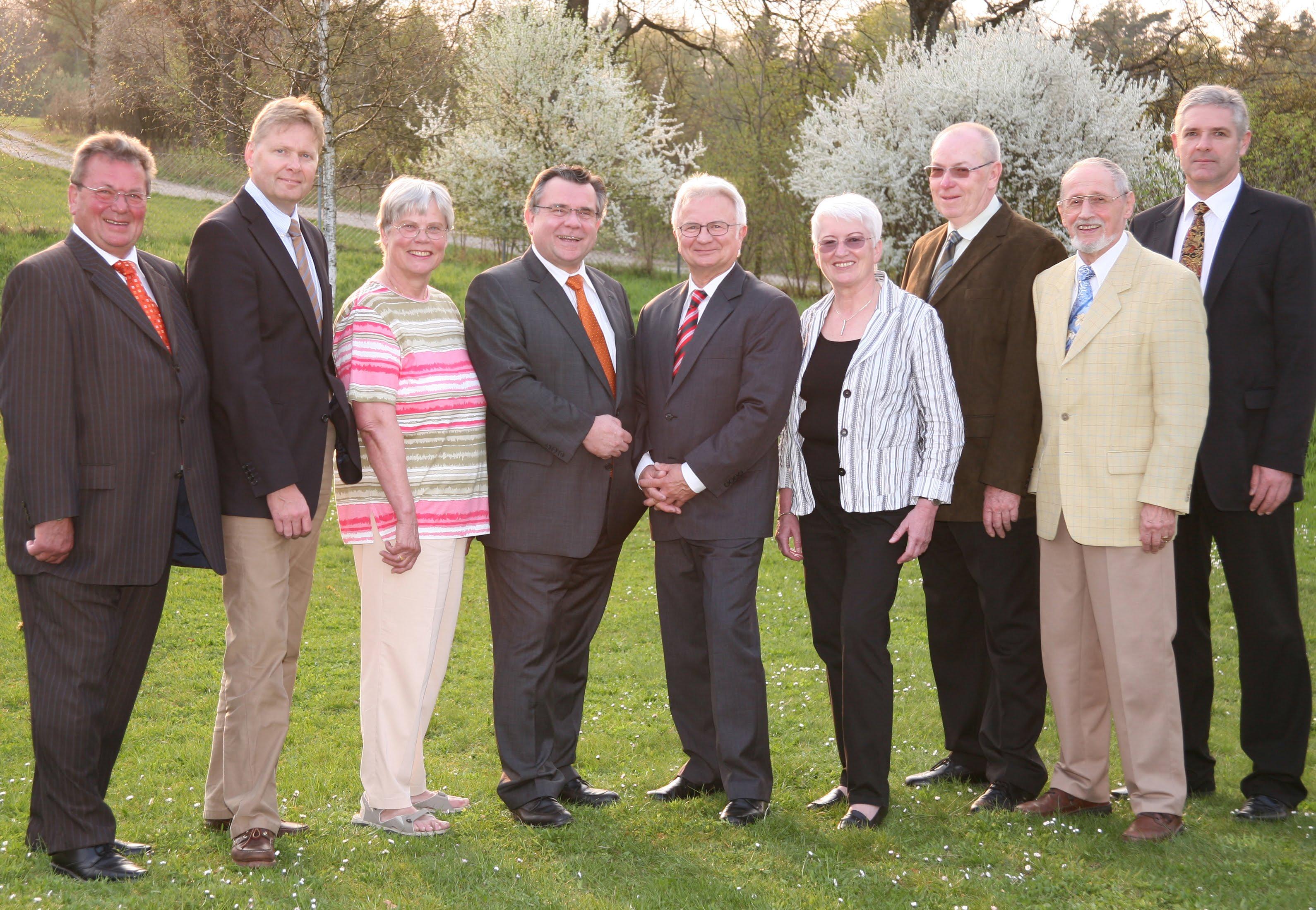 Archivbild zeigt einen Teil des Vorstands der Lebenshilfe Nürnberger Land, 2007. vl Hähnlein, Dünkel, Schneider, John, Niethammer (+), Lompa, Spieß, Graf (+), Six.