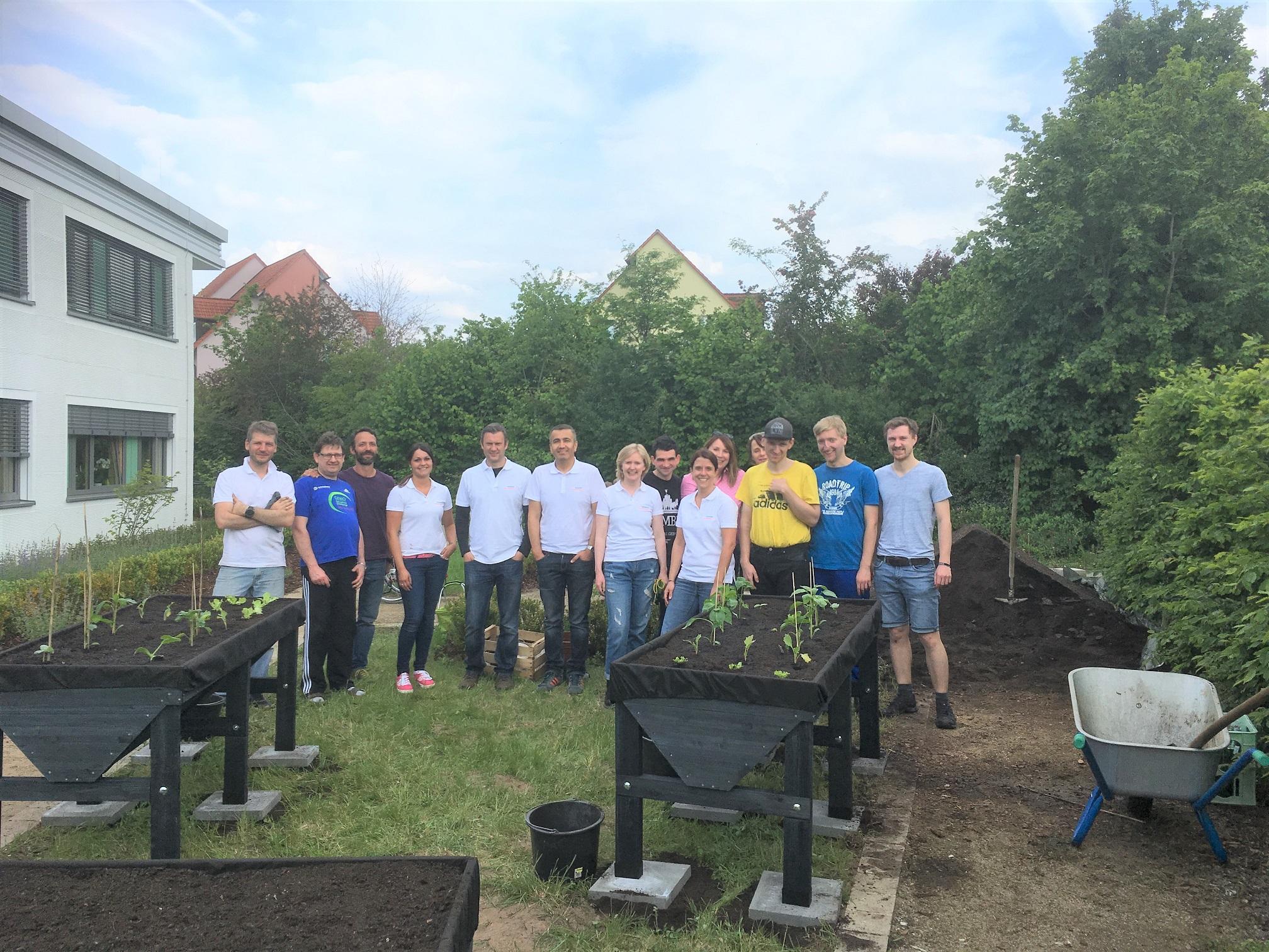 Für die Wohngemeinschaft Inklusive Wohnwelt bauten die angehenden Siemens-Projektmanager Hochbeete.