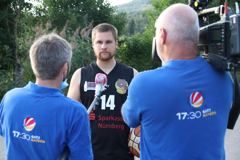 Im Gespräch: Inklusionshelfer und Basketball-Chef der Heuchlinger Bärenbrüder: SAT1 17.30 Uhr. Die Sendung läuft am 26.9., Sat1, 17.30 Uhr.