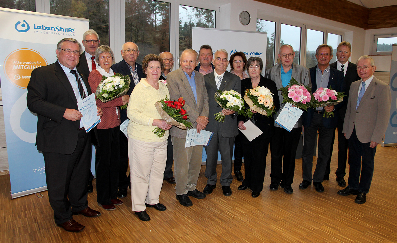 Höhepunkt der Jahreshauptversammlung 2016 war die Ehrung langjähriger Mitglieder für 40, 30, 25 und 20 Jahre Mitgliedschaft. Überrascht wurde Gerhard John mit einer Ehrung für seine besonderen Verdienste für Menschen mit Behinderung und 20jähriges Ehrenam