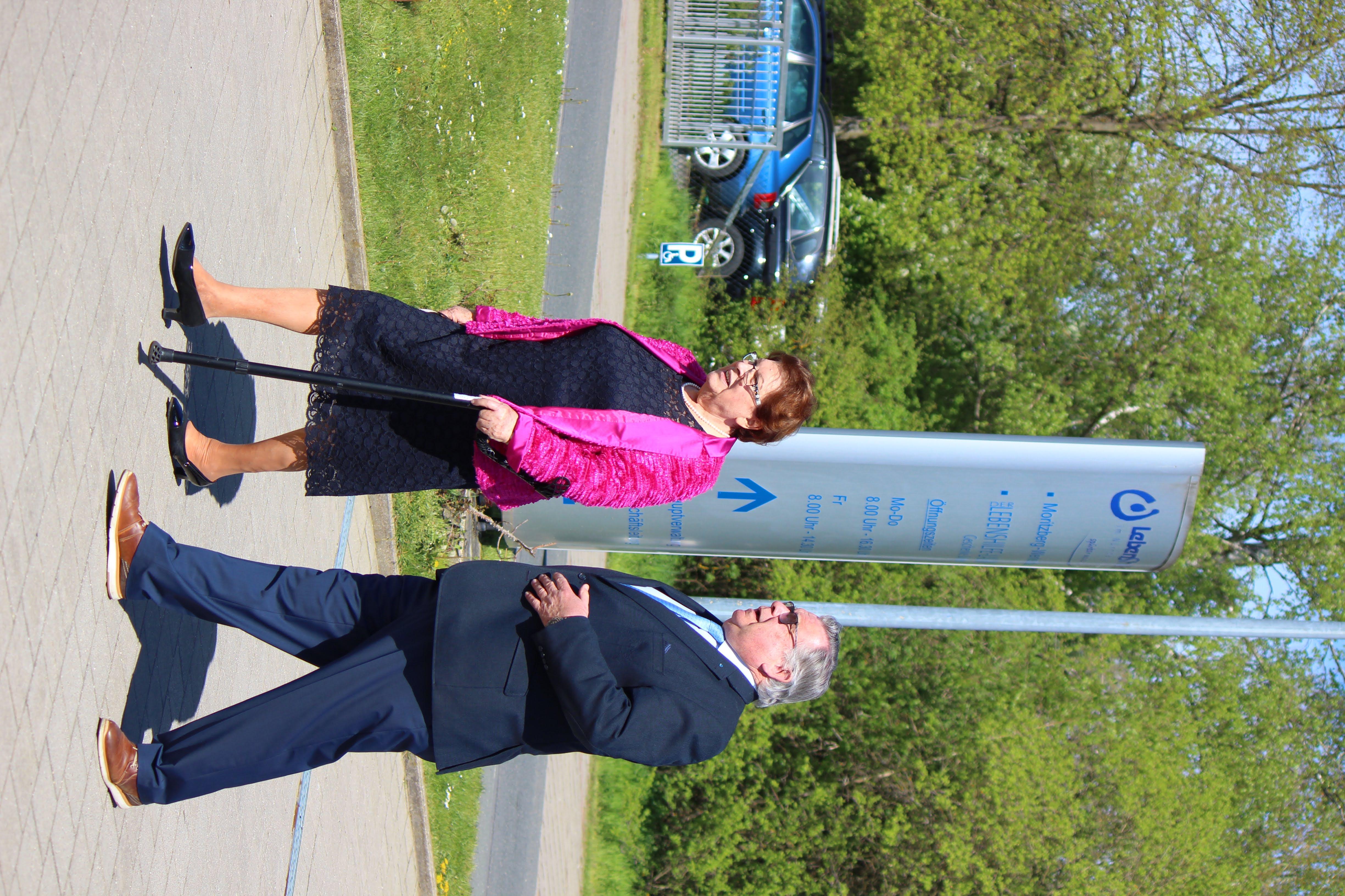 Foto zeigt Barbara Stamm mit Gerhard John bei der Lebenshilfe Nürnberger Land e. V.