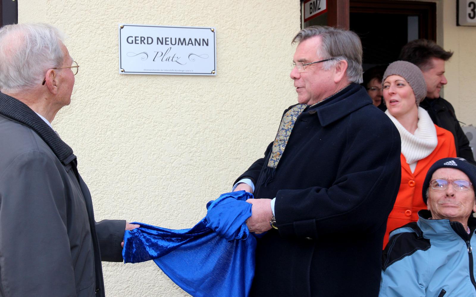 Ein Platz trägt jetzt seinen Namen: Große Ehre für Jubilar Gerd Neumann.
