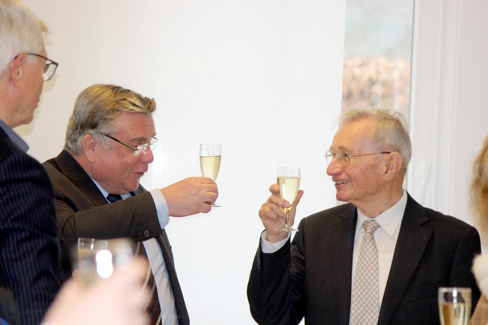 """Man könne heute sogar von einem Doppeljubiläum sprechen, denn Gerd Neumann feiert nicht nur seinen stattlichen 90. Geburtstag, er ist auch seit 45 Jahren Mitglied der Lebenshilfe, die 1969 gegründet wurde. John bezeichnete Gerd Neumann als """"Schrittmacher"""""""