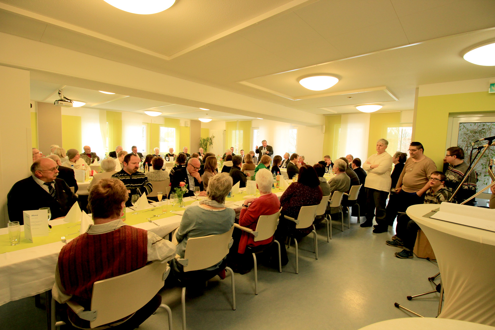 Viele Gäste aus der Lebenshilfe-Familie gratulierten dem allseits beliebten Jubilar Gerd Neumann.