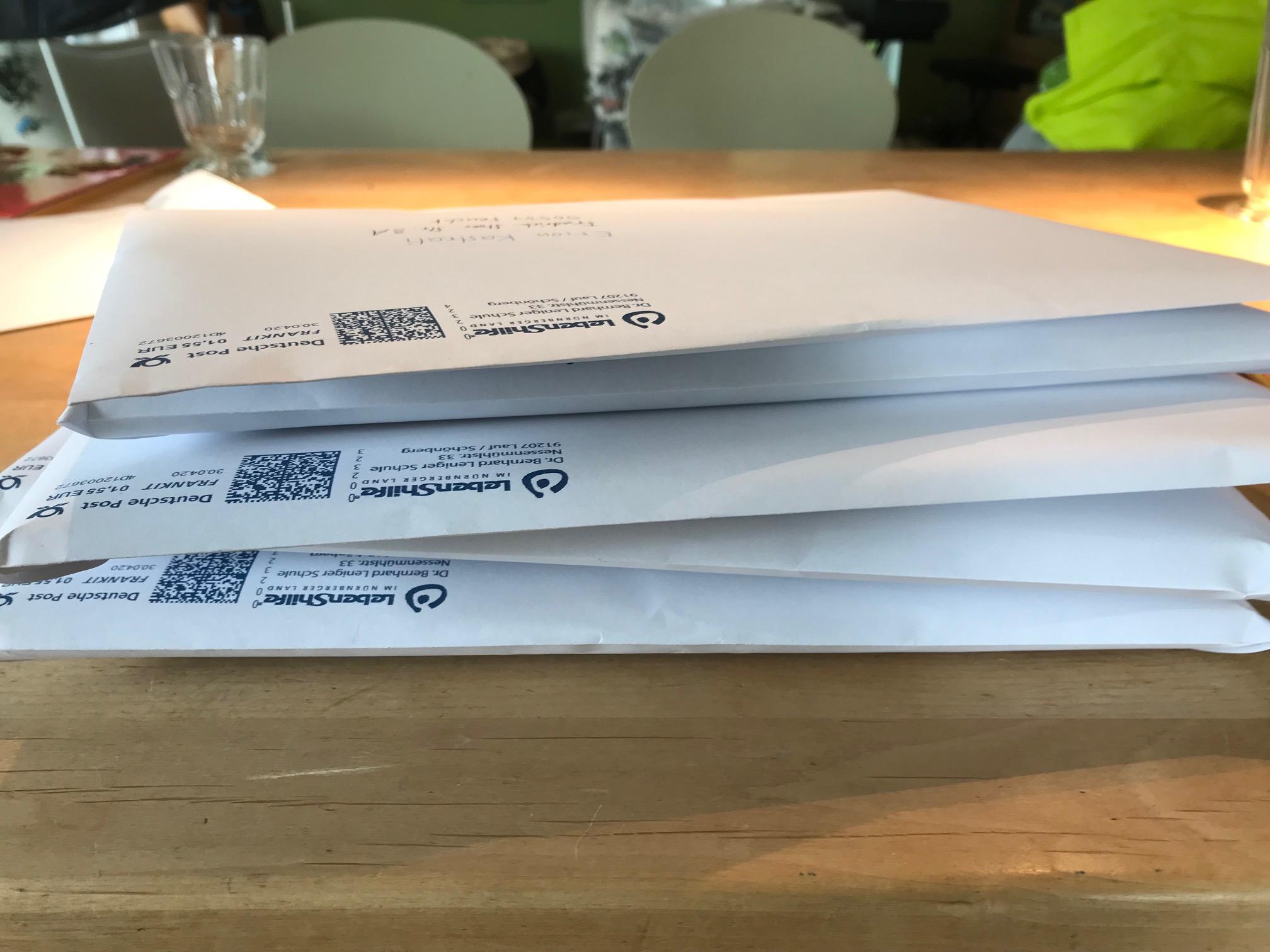 Corona: Kollegium des Förderzentrums geistige Entwicklung versandte in zwei Montagen rund 800 Großbriefe für das Lernen Daheim.