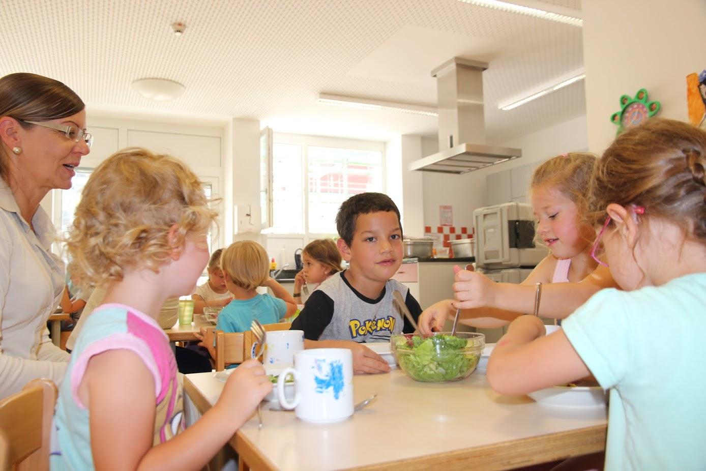 Den Kita-Kindern schmeckt das Essen ausgezeichnet. Auch Eltern loben den abwechslungsreichen Speiseplan sehr.